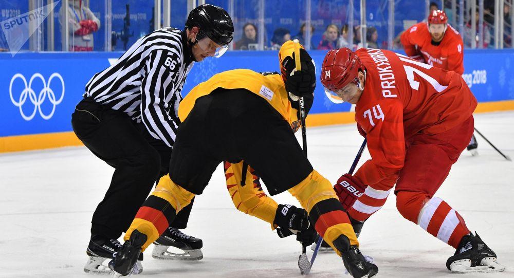 Николай Прохоркин в финальном матче Россия - Германия по хоккею среди мужчин на XXIII зимних Олимпийских играх