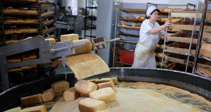 Выпечка хлеба, фото из архива
