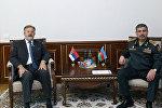 Министр обороны Азербайджана генерал-полковник Закир Гасанов и чрезвычайный и полномочный посол Республики Сербия в Азербайджане Небойша Родич в ходе встречи