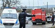 Пожарная машина МЧС и карета скорой помощи на месте пожара в Республиканском наркологическом диспансере в Баку