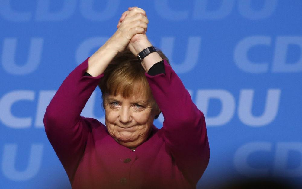Almaniya kansleri Angela Merkel partiyasının iclasında çıxışdan sonra.