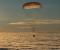 Paraşütün köməyilə endirilən Soyuz MS-06 kosmik gəmisinin kapsulu kosmonavtları Yerə gətirir.