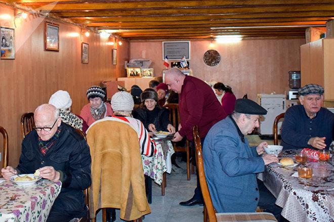 Благотворительная столовая для одиноких пожилых людей в Баку