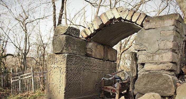 Şəki rayonunun Cuma kəndində yerləşən Babaratma piri