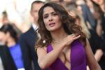 Актриса Сальма Хайек на Каннском кинофестивале во Франции