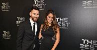 Barselonanın hücumçusu Lionel Messi həyat yoldaşı Antonella Rokusso ilə, 23 oktyabr 2017-ci il