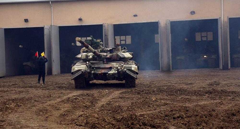 Təlimə cəlb edilmiş tank hərbi hissələri tapşırıqları yerinə yetirirlər