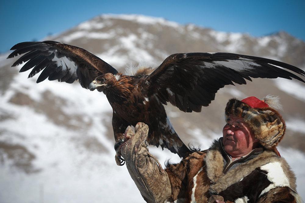Весенний орлиный фестиваль в Монголии