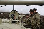 Министр обороны генерал-полковник Закир Гасанов посетил один из пунктов наблюдения за учениями.