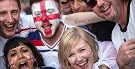 Болельщики во время просмотра трансляции матча группового этапа чемпионата Европы по футболу - 2016 между сборными командами Англии и России
