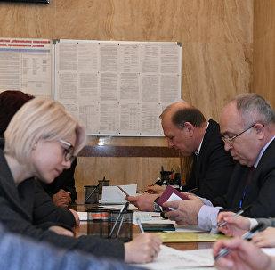 Голосование на выборах президента России в посольстве РФ в Баку