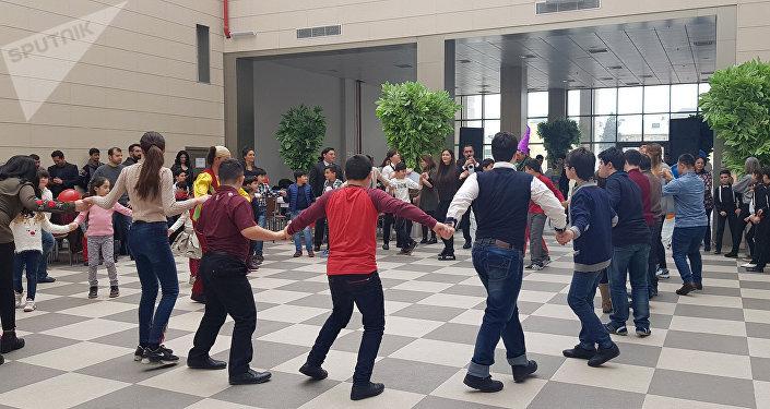 Bakı sərnişin stansiyasında uşaqlar üçün təşkil olunmuş Novruz şənliyi