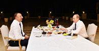 İlham Əliyev və Vladimir Putin çay süfrəsi arxasında