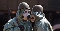 Военнослужащие в средствах химической защиты, фото из архива