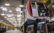 В сборочном цехе на заводе Метровагонмаш, где производятся новейшие вагоны метрополитена Москва