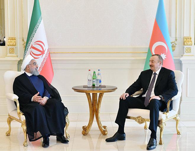 Президенты Азербайджана и Ирана Ильхам Алиев и Хасан Роухани в ходе встречи один на один в Баку