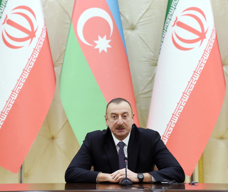 Президент Ильхам Алиев в ходе выступления глав Азербайджана и Ирана с заявлениями для печати