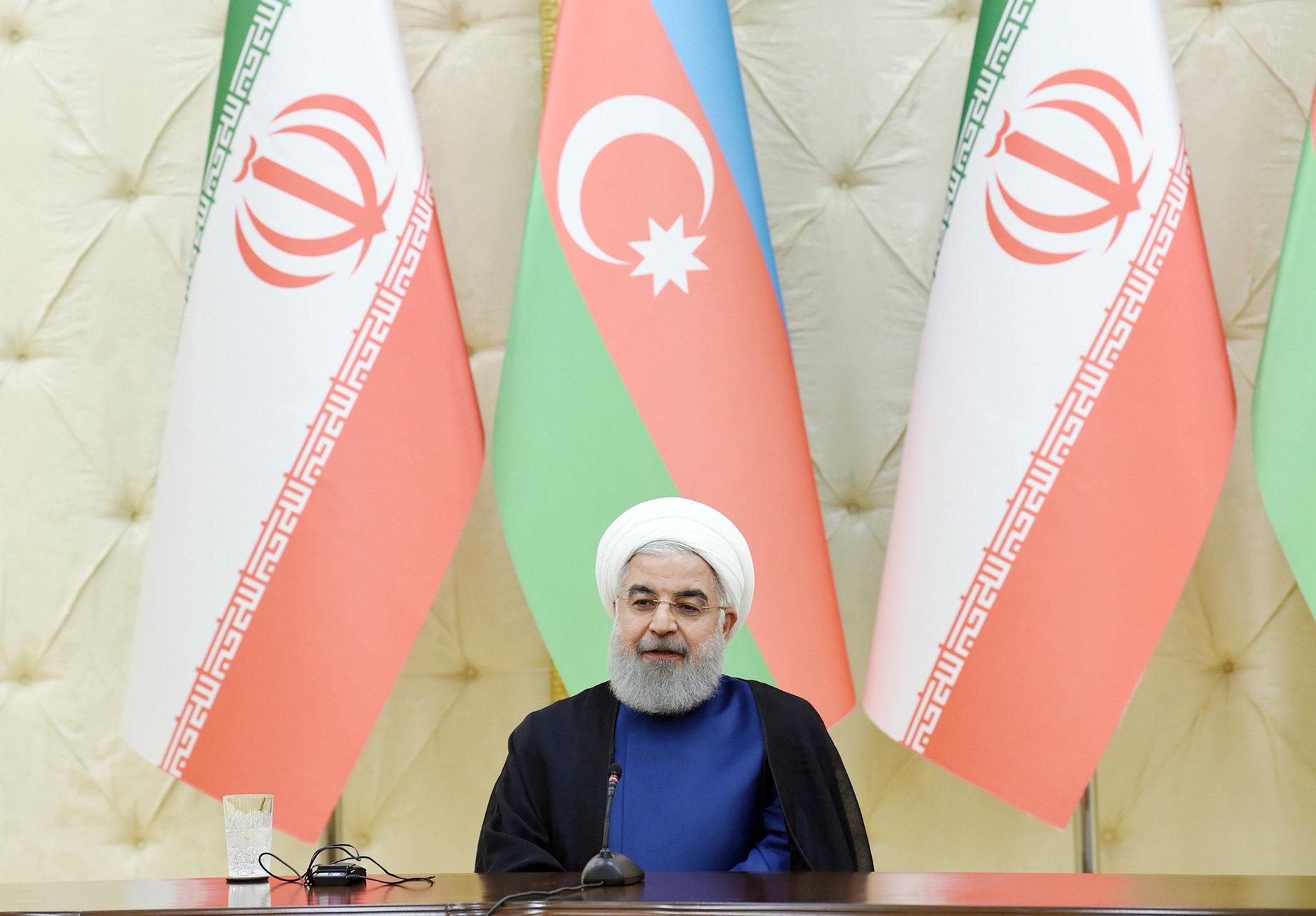 Президент Хасан Роухани в ходе выступления глав Азербайджана и Ирана с заявлениями для печати