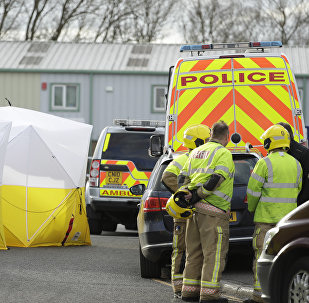Британские полицейские ведут расследование на месте отравления Сергея и Юлии Скрипалей, Солсбери, 13 марта 2018 года