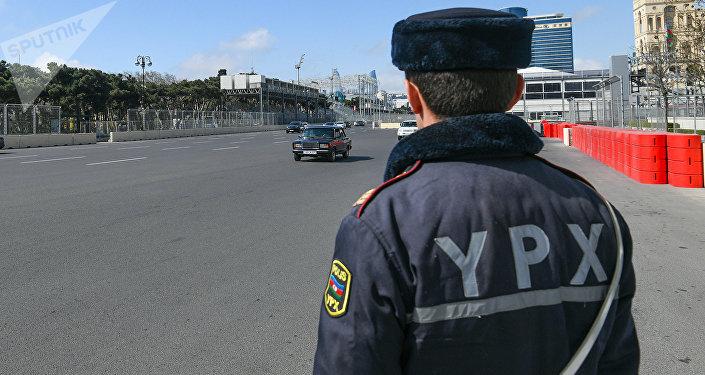 Dövlət yol polisi əməkdaşı