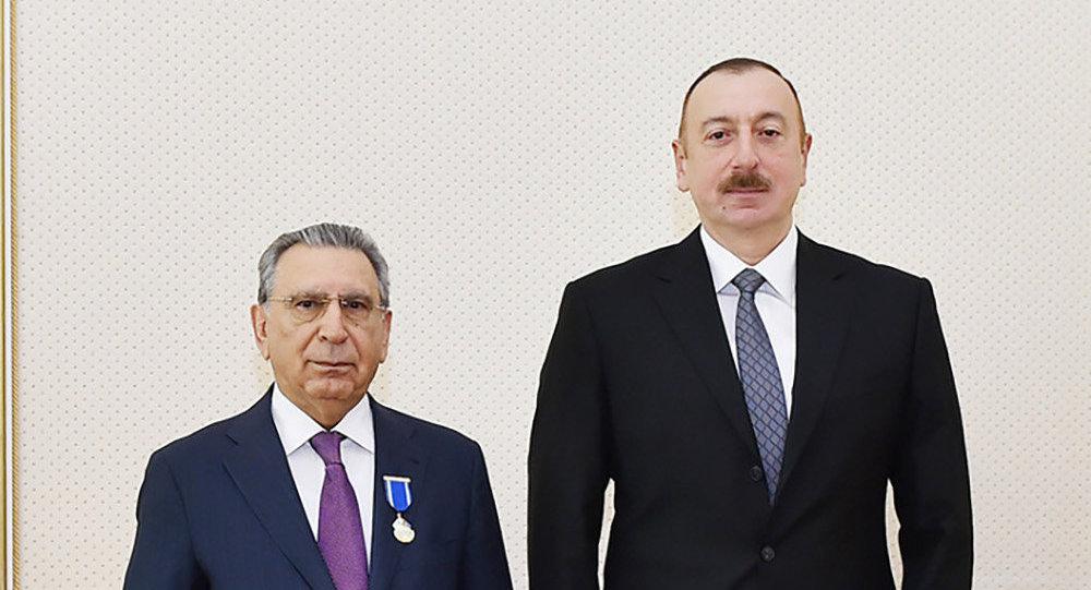 Президент Ильхам Алиев наградил Рамиза Мехтиева орденом «Шохрат»