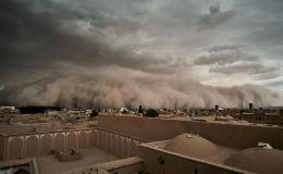 Во время песчаной бури в Йезде, Иран