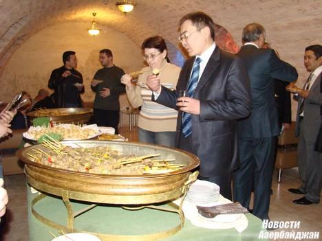 Однако, по словам дипломата, вопрос поставок казахстанского зерна в Баку, Грузию и европейские страны через азербайджанскую территорию зависит во многом от объемов поставок и от тарифов на перевозки. «Нам бы хотелось поставлять больше нашего зерна в Грузию через Азербайджан, однако очень многое в этом вопросе зависит от себестоимости грузоперевозок и от тарифов, которые нам может предложить «Каспар», - отметил Примбетов.